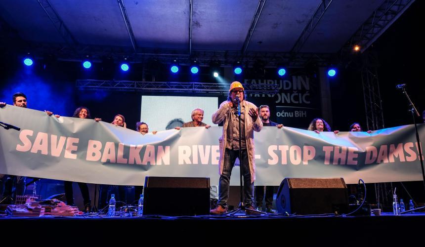 "Das Konzert stand unter dem Motto: ""Save Balkan Rivers - Stop the Dams"". © Nick St. Oegger"