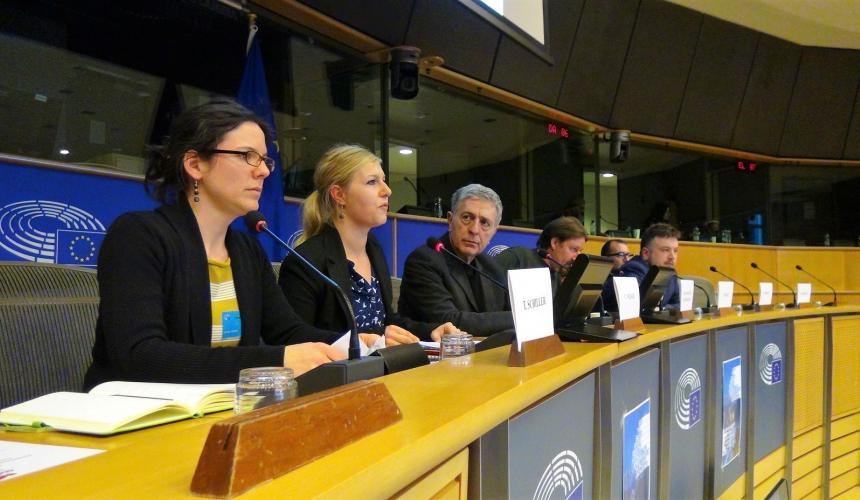 Cornelia Wieser (Riverwatch) and Theresa Schiller (EuroNatur) presenting the Eco-Masterplan for Balkan Rivers in the European Parliament © Vasileios Katsardis