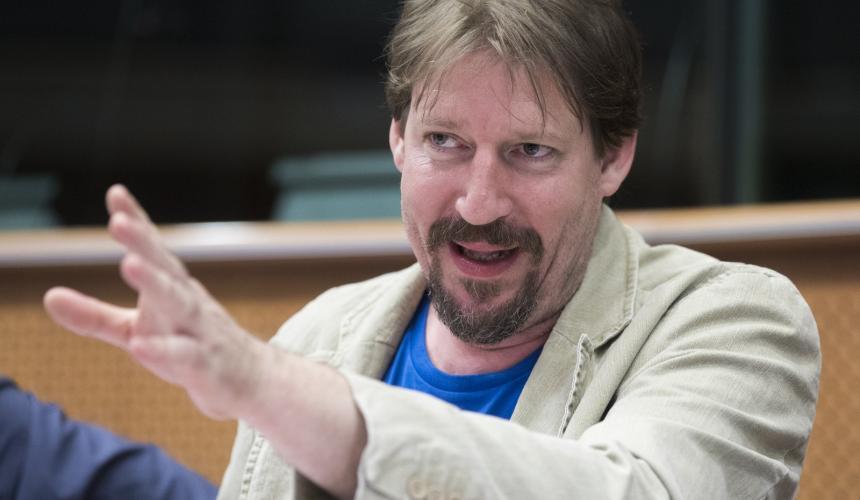 Thomas Waitz, Europa-Abgeordneter der Grünen, lud Politiker, Flussschützer und Medienvertreter nach Brüssel ins EU-Parlament. © Jason Alden/Patagonia