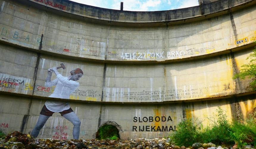 Stop the Dams! Participants of the Summit call upon EU and Heads of State to stop funding hydropower. (Photo: Mural on Idbar Dam, close to Konjic) © Dinno Kasalo