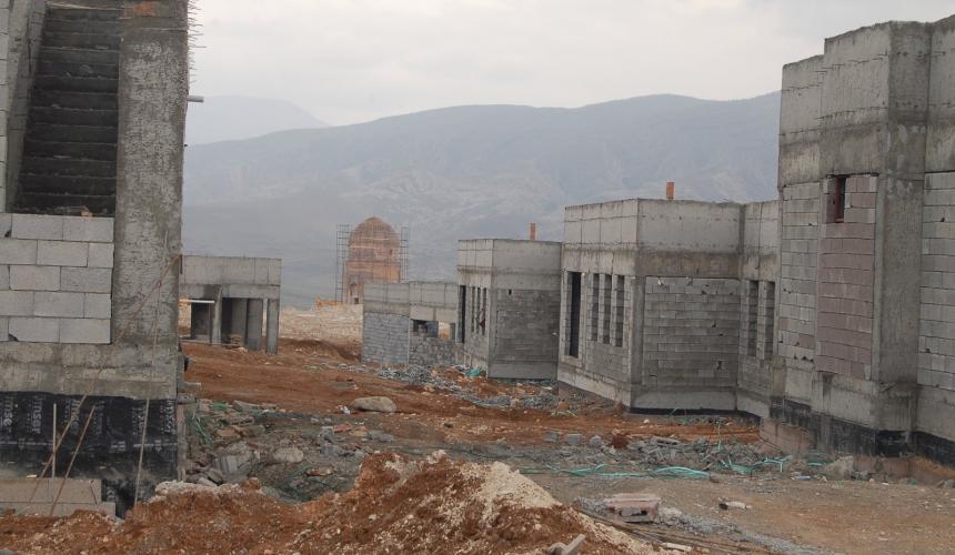 Die neue Wohnanlage ist noch immer im Bau (Feb 2018) © Hasankeyf Matters
