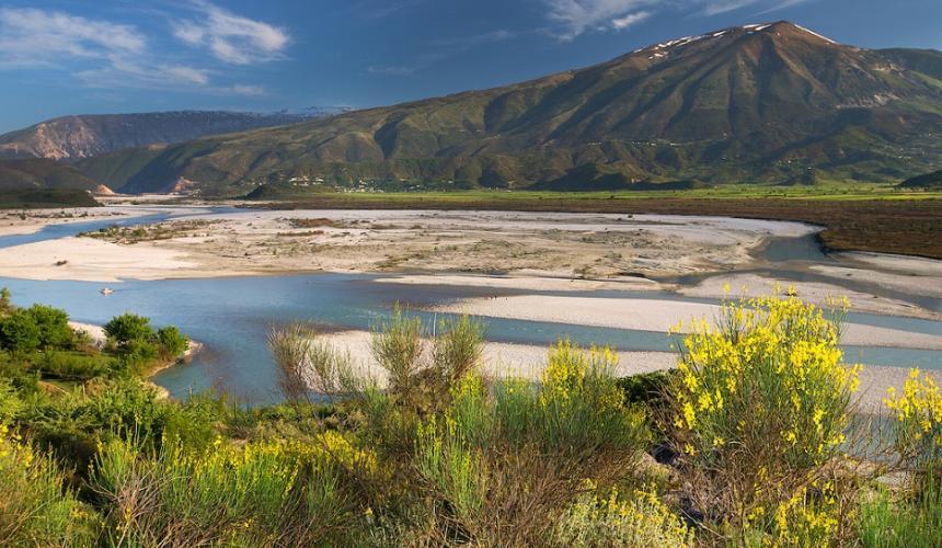 Entgegen der Ankündigung von Albaniens Premierminister Edi Rama plant der Umweltminister keinen Nationalpark und auch keinen Schutzstatus für die wertvollsten Flussabschnitte wie hier bei Poçem. © Gernot Kunz