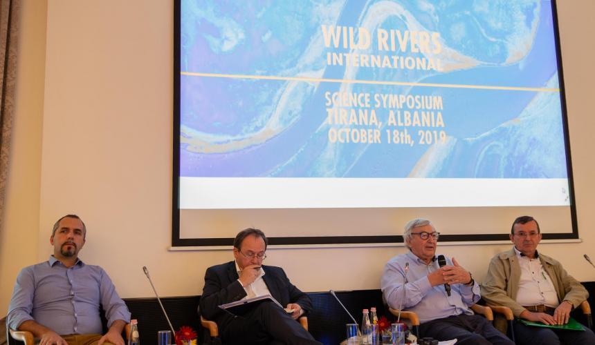 Rund 120 Wissenschaftler aus aller Welt diskutierten den kritischen Zustand von Flüssen weltweit und die Notwendigkeit, die letzten intakten Flusssysteme zu schützen. © Becky Holladay