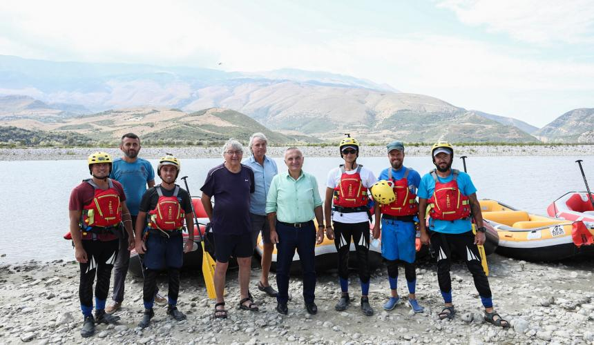 President of the Republic of Albania and scientists at the shore of the Vjosa. Together, they raise their voices against the proposed Kalivaç dam and for the Vjosa National Park © Official photos from Albanian Presidency