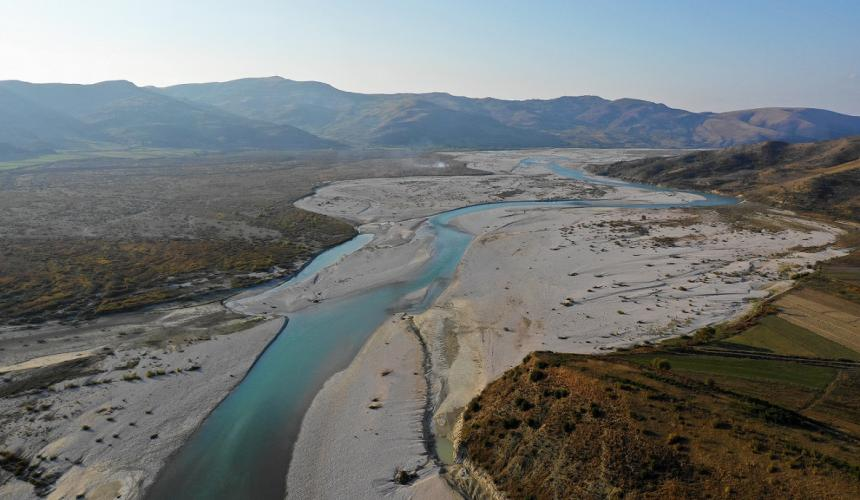 The Vjosa is one of the last intact natural rivers in Europe outside Russia – a jewel of pan-European importance. If she is being dammed as the government foresees for this year, the consequences would be detrimental, so the scientists warn. © Gabriel Singer