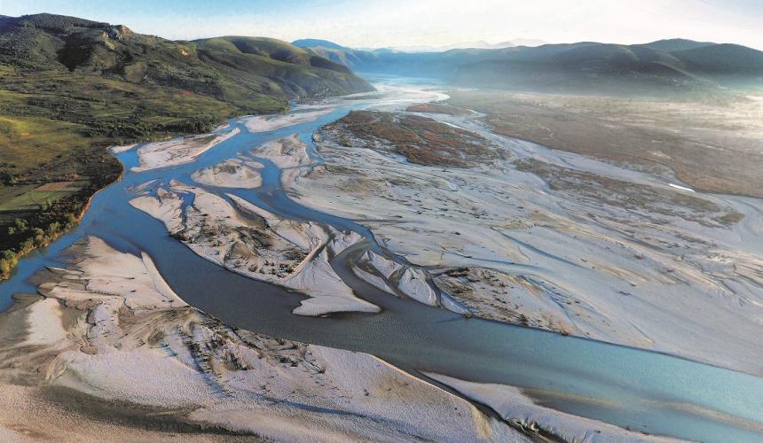 Die Vjosa ist der letzte große Wildfluss Europas außerhalb Russlands. Allein an diesem Flussabschnitt fanden Wissenschaftler im April innerhalb von nur einer Woche 132 Tierarten © Gregor Šubic