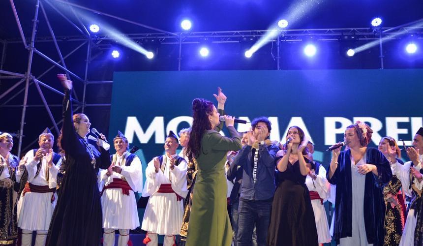 Das große Finale – alle SängerInnen singen gemeinsam für den Erhalt des letzten großen Wildfuss Europas © Moris Rama