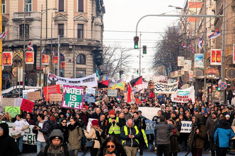 On Sunday, about 5000 people protested in Belgrade against the planned construction of hundreds of hydropower plants in Serbia © Radomir Duvnjak