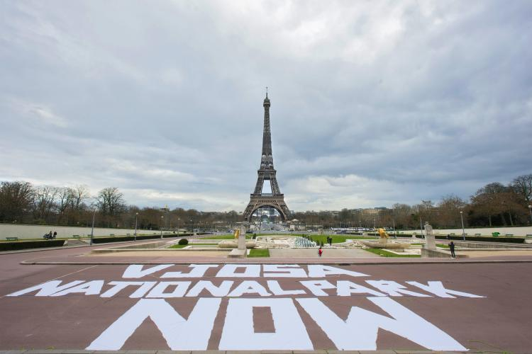 The Vjosa visual action was carried out in four capital cities in Europe. Eiffel Tower in Paris/France © Sébastien Champeaux