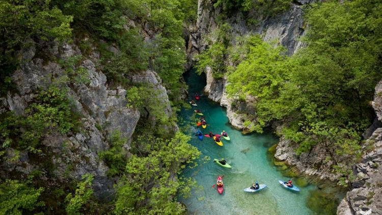 Die Valbona in Albanien. Obwohl dieser Fluss im Nationalpark liegt, sollen hier Wasserkraftwerke entstehen. Insgesamt sind am Balkan 113 Wasserkraftwerke in Nationalparks geplant. © Jan Pirnat