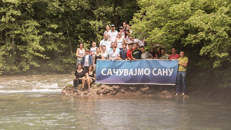 Zum neunten Mal in Folge protestierten Aktivisten bei den Quellen des Flusses Sana. In diesem Jahr fordern sie, dass die Quellen von Sana zum Naturdenkmal erklärt werden. © Viktor Bjelic