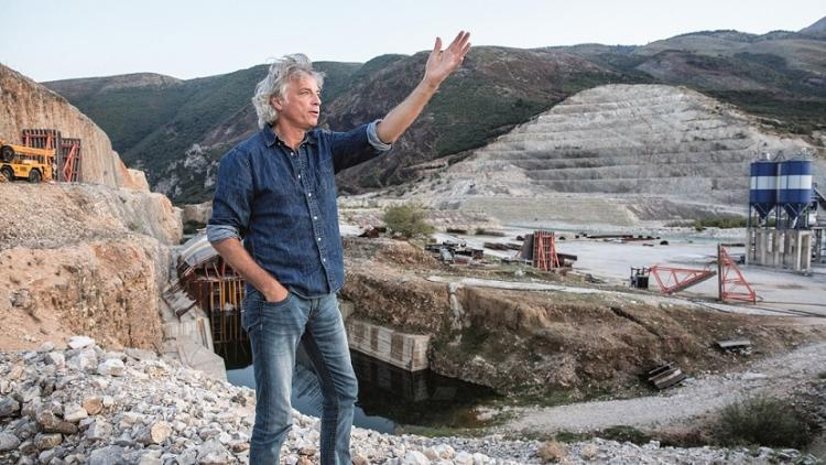 Ulrich Eichelmann at the Kalivac construction site on the Vjosa in Albania © Andrew Burr