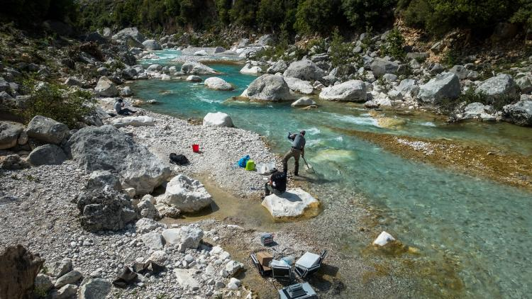 Water sampling and measurements of primary production at the Shushica, a tributary to the Vjosa in the far east, where snowmelt is long gone. The river is characterized by large boulders and crystal-clear water. © Thuile-Bistarelli