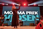 Eda Zari rocking the stage with her amazing voice © Moris Rama
