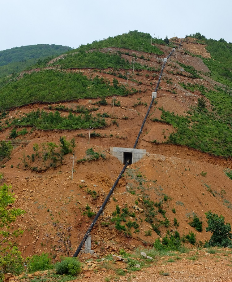 A hill with a water pipe of the Ternove hydropower project. They show how the construction is completely inadequate to avoid landslides. © Petr Hlobil