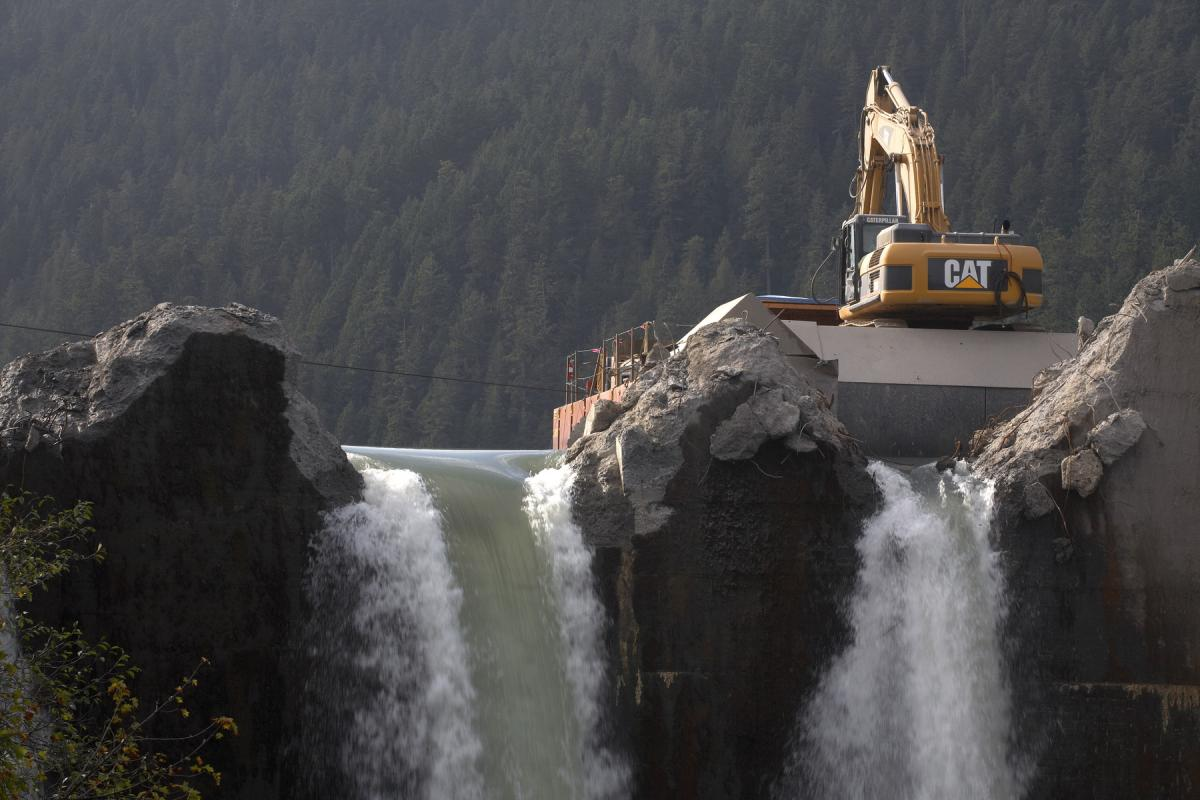 Dam Removal works (2009-2014) Glines dam (64m) Elwha River, Washington DC, USA (photo credits) John Gussman, Patagonia