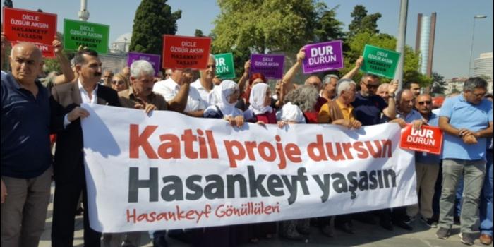 """In Istanbul wurde eine neue breite Initiative (""""Freiwillige für Hasankeyf"""") gegen Ilisu gegründet - hier bei der Gründungserklärung. Diese Freiwilligen (51 Organisationen) kommen morgen nach Hasankeyf. © Initiative to Keep Hasankeyf Alive"""