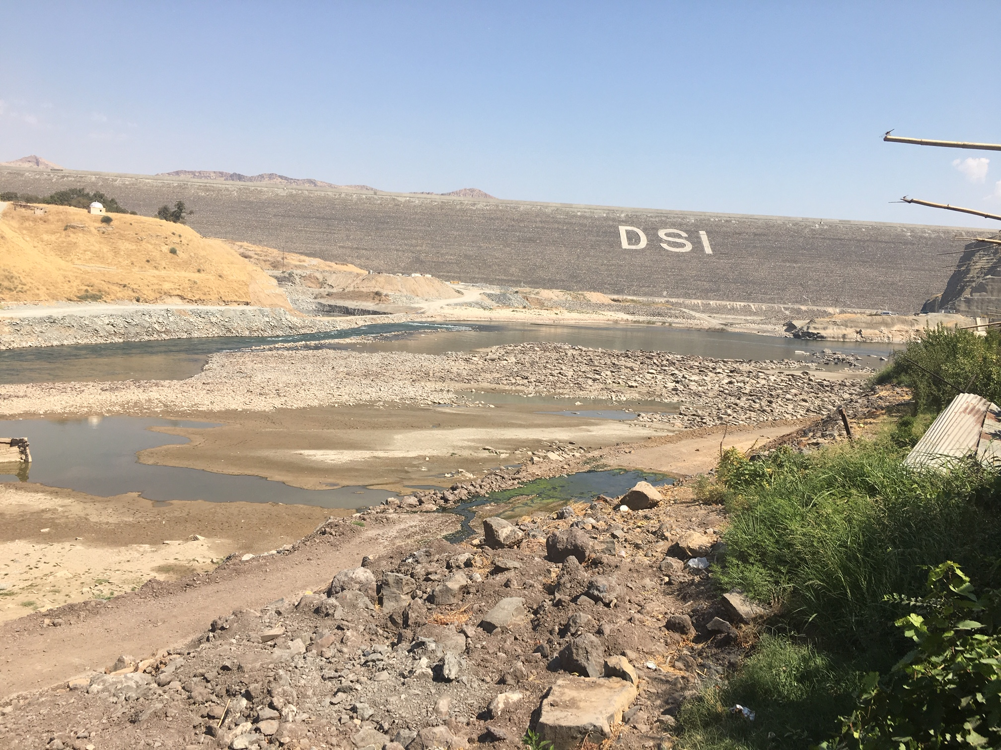 On the other side of the Ilisu dam wall, only a trickle is left of the mighty Tigris © Riverwatch