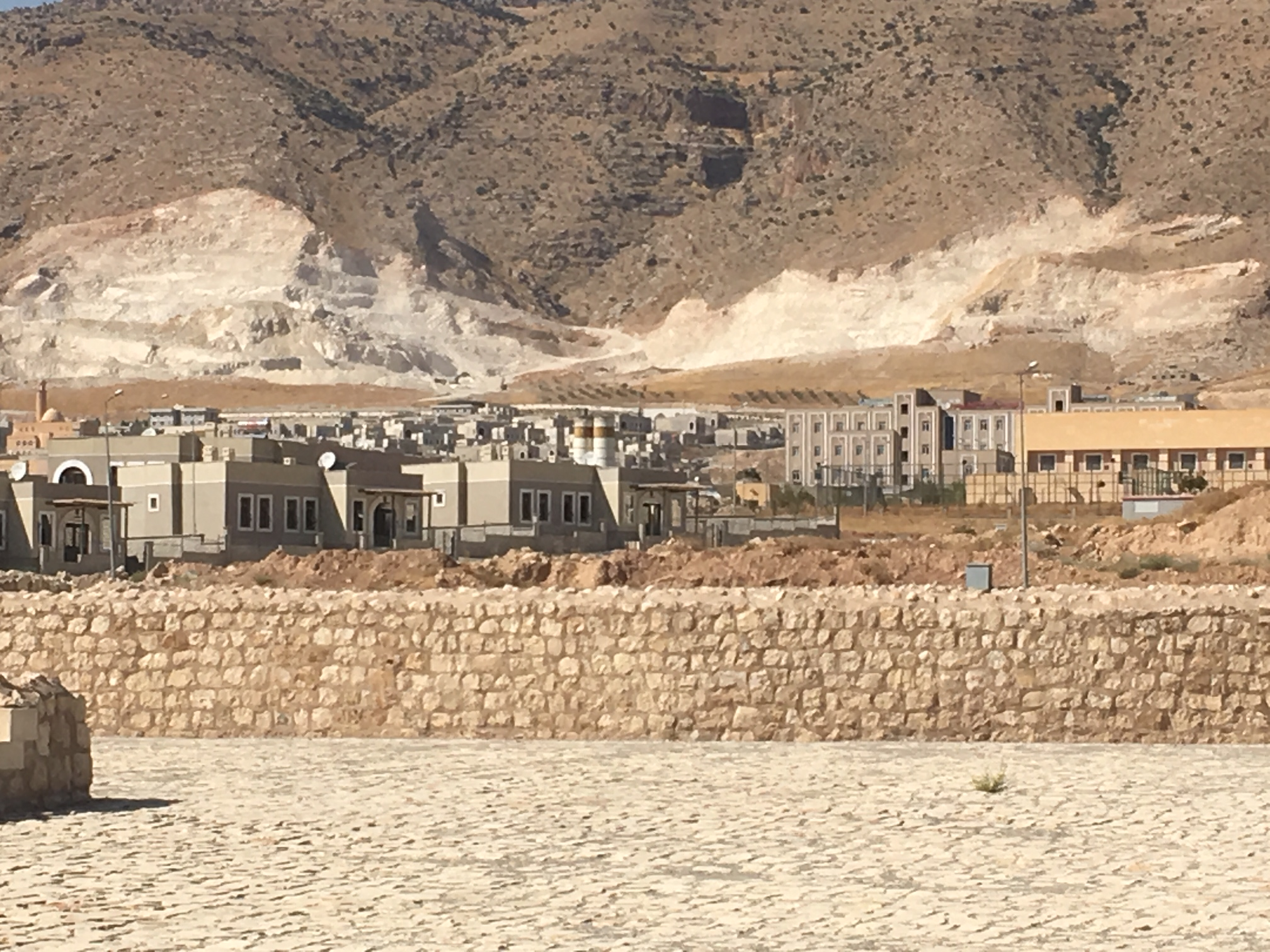 View of New Hasankef. 700 houses were constructed, on barren soil, in the blazing sun. © Riverwatch