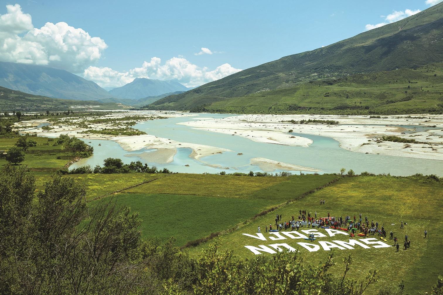 Die Vjosa in Albanien ist der letzte große Wildfluss Europas außerhalb Russlands. 38 Wasserkraftprojekte sind an der Vjosa und ihren Zuflüssen geplant. © Andrew Burr